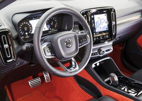 KJENT: Interiøret kjenner vi igjen fra de større Volvo-modellene.