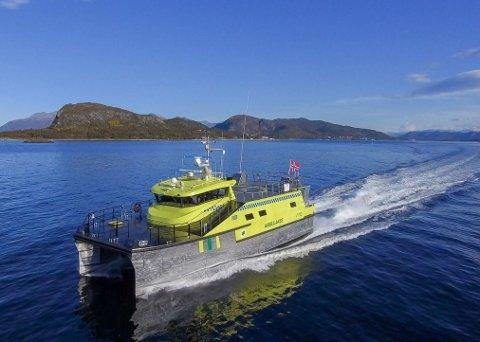 KATAMARAN: Maritime Partner AS i Ålesund har overlevert MV «Thea Jensen» til Loppa Legeskyssbåter I Øksnes i Finnmark. Den blir stasjonert i Øksfjord og vil være i drift i området Loppa, Hasvik og ytre Altafjord.