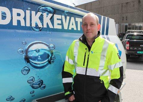 BEREDSKAP: Frode Ellingsund er teknisk sjef i Kinn kommune og har no investert i naudberedskap for å sikre innbyggarane i Kinn drikkevatn om behovet skulle melde seg.