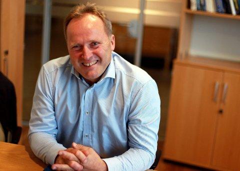 VANN ANBODET: Fjord1 signerte torsdag Nordmørspakken. Dagfinn Neteland er nøgd. – Ei stor og viktig kontrakt, seier han.