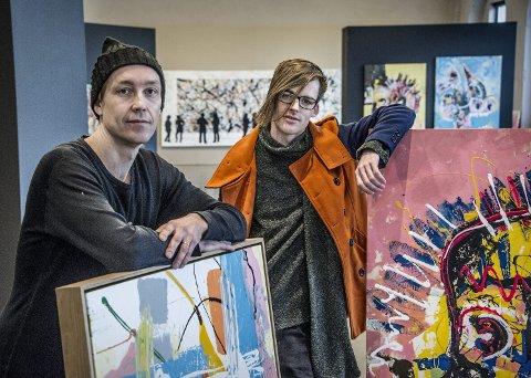 STILLER UT: Vegard Blomberg (til venstre) og Stian Borgen stiller ut i kunsthallen på Hydrogenfabrikken. Foto: Geir A. Carlsson