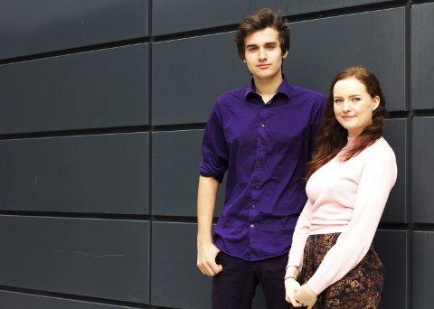 Innspurt: Ask Grüner Bjørn (16) og Sara Hjardar (18) bruker høstferien på teaterøving.