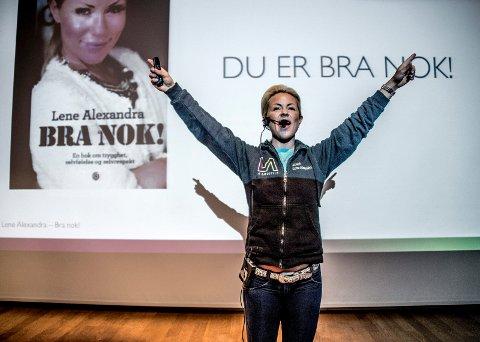 Bød på seg selv: I anledning verdensdagen for psykisk helse fikk hundrevis av Glemmen-elever høre Lene Alexandras historie.
