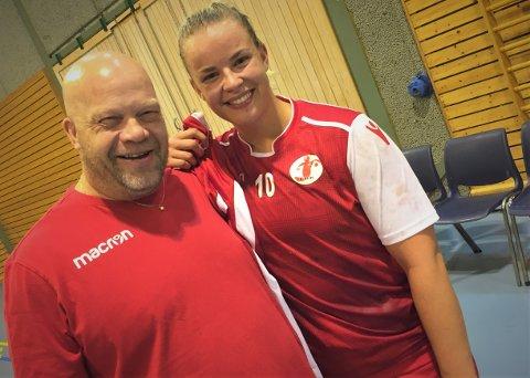 BARE SMIL I SARPSBORG: Christer Karlssons FBK og Frida Kjuus Christiansen levnet ingen tvil mot Sarpsborg. 21-målsseieren viser at FBK er i rute.