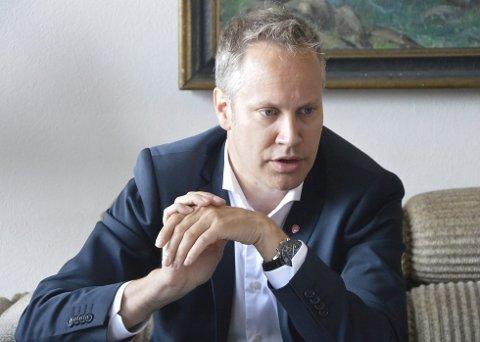 Ordknapp: Fredrikstad-ordfører Jon-Ivar Nygård bruker få ord når han bes kommentere Giske-saken. Han etterlyser ro rundt partiet.