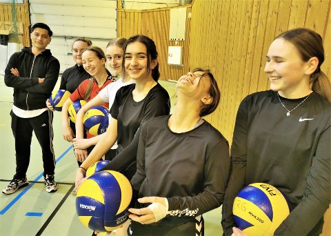 VOLLEY: Endelig kunne jentene i Kolberg volleyballklubb trene i Kongstenhallen igjen.