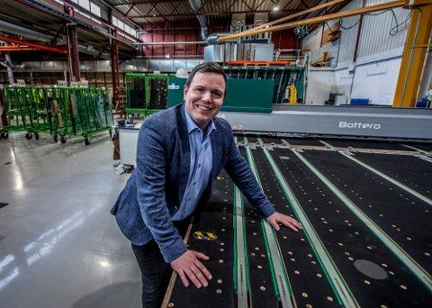 Daglig leder Kim Rasmussen i Bøckmann Glassindustri er fornøyd med tilstanden i Fredrikstad. I Bjerkreim i Rogaland måtte de gå til skifteretten og slå Vikeså-avdelingen konkurs i juli.