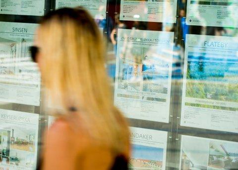 KJØPE NÅ? Mange frykter boligkrakk, ifølge en fersk undersøkelse Nordea, og blant de unge er frykten størst. Foto: Vegard Wivestad Grøtt (NTB)