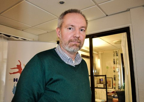 KLAR OVER UTFORDRINGEN: Kommuneoverlege Niels Kirkhus vet at det kan oppleves som vanskelig å få time hos en lege for enkelte.