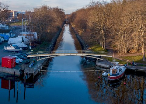 MYKERE OVERGANG: Ved årsskiftet skal etter planen den nye broa være på plass. Bildet må sees som en skisse. Broa er ikke detaljprosjektert på denne bildet.