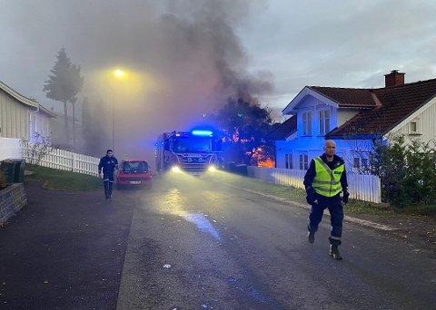 FULL FYR: Fredag morgen sto boligen i Østre Braarudgate i lys lue. Dette er den femte brannen i kommunen vår på fem måneder.
