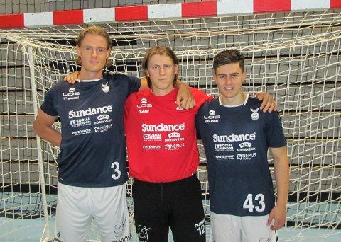 NYKOMMER-TRIO: Dette er Falks nykommere denne sesongen. Fra venstre Emil Vrang Jørgensen, målvakten Simon Åkesson Ypma og kantspilleren Oskar Kvernes.