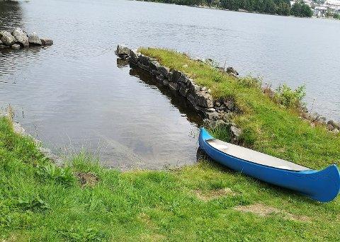 Kanoen ble padlet hele veien over Edlandsvannet og forlatt. Flere andre båter er også forsøkt stjålet.