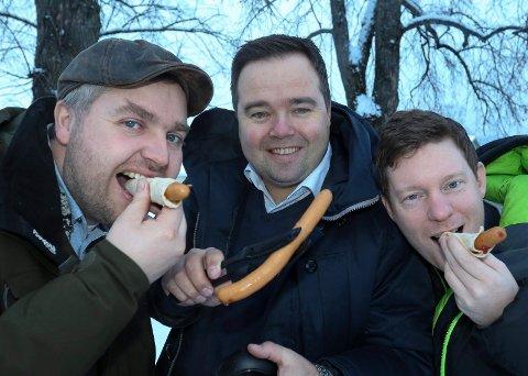 GRENDERÅDET: i Gjesåsen, med Emil Rundberget (f.h.>), Tor Arnstein Berg og Knut Arne Gjems har skapt ny aktivitet. Nå inviteres hele landsbybefolkningen til innbyggerfest.