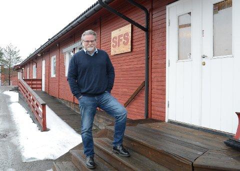 RIVES: Brakkekriggen som har huset SFS siden midten på 1990-tallet skal nå rives. – Vi måtte ha skaffet oss nye lokaler uansett, sier daglig leder Roar Sømoen.