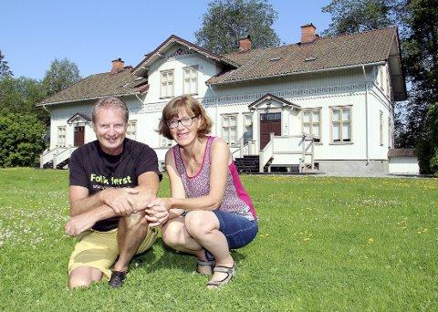 FRYKT: Erik Ringnes og Inger Noer i Venstre frykter at kulturperlen Lunderbye Nor skal havne hos eiere som ikke forstår verdien av et slikt sted.FOTO: SIGMUND FOSSEN