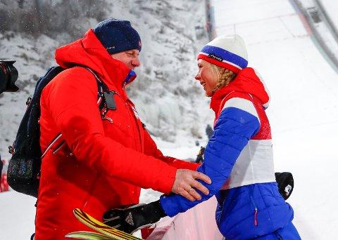 FIKK JA FRA FIS: Maren Lundby har gått foran i arbeidet med å at jentene får hoppe VM i stor bakken og Erik Røstes støtte førte til at FIS-styret torsdag sa ja til Maren & co allerede i VM 2021.