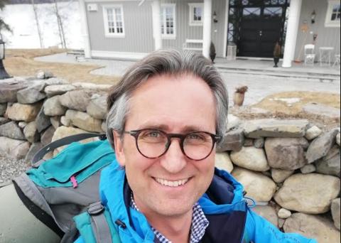 Kristian Owren blir bedt om å komme og vaksinere seg på Vestlandet gang på gang, til tross for at han bor på Lillehammer.
