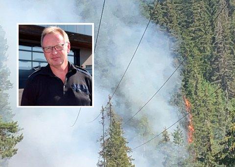 HAR KONTROLL: Hans Martin Søfferud, brannsjefen i Søndre Land, sier at brannvesenet har kontroll på skogbrannen i Dokka.