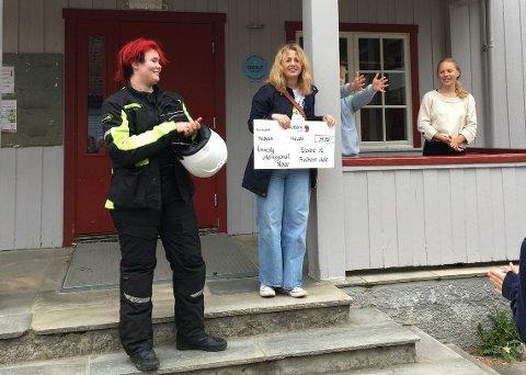 FIKK PENGER: Fredheim skole hadde samlet inn over 34.000 kroner til organisasjonen.