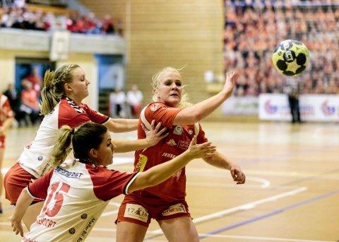 Sunna Jonsdottir og Halden Håndballklubb møter Byåsen i Remmenhallen i kveld.