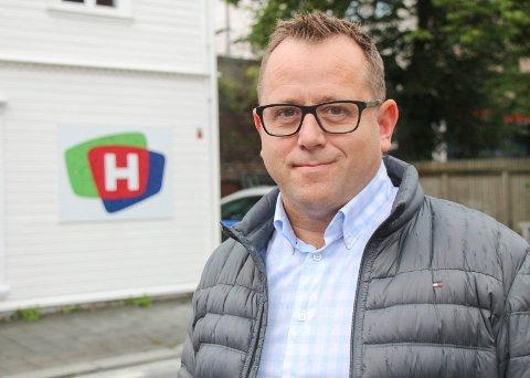 INVITERER TIL FEST: Fredag kveld feirer Heine F. Birkeland og kollegene i TV Haugaland 25-årsjubileumsfest i Maritim Hall.