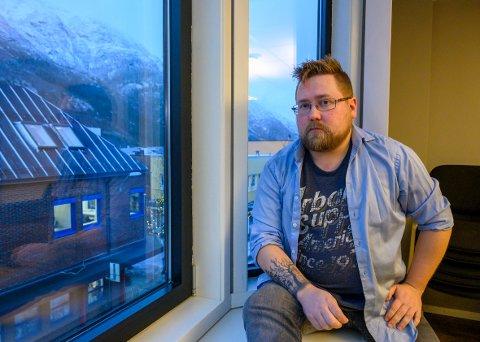 – Hovedsakelig har jeg inntrykk av at de fleste her i Mosjøen er inkluderende og rause overfor hverandre. Derfor er det ekstra viktig å si ifra når noen utsettes for hatefulle handlinger og ytringer, det vil vi ikke ha noe av i byen vår, sier Andreas Lund.
