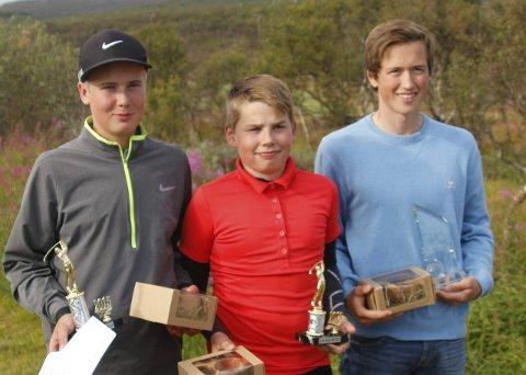GOLFFINNMARKS FRAMTID: Johannes Betsi (fra venstre, Finnmarksmester), Chris Johan Larsen ( nr.2) og Martin Salomonsen Nilsen (nummer 4 og vinner har golftouren).