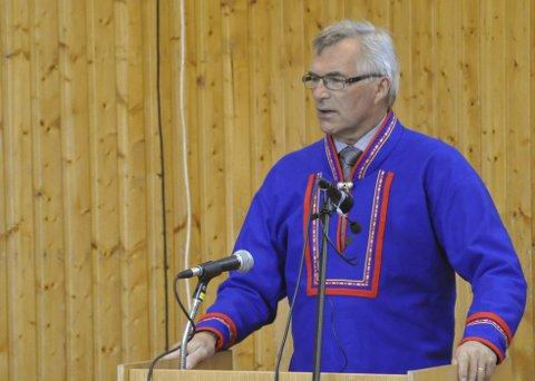 OBS-OBS!: Venstres Anton Dahl roper et varsku og ber om at man må behandle kommunens ansatte på en verdig måte. Foto: Oddgeir Isaksen