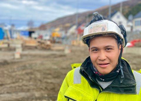 GÅR FORT: Det tar ikke lang tid fra det er en tom byggeplass til man ser hvordan bygget kommer til å bli, forteller Lar Ka Bow