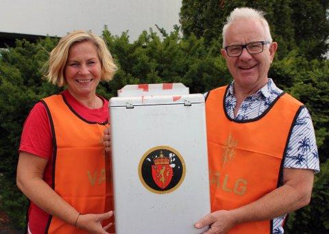 Irene Sether og Dagfinn Lunner er to av valgmedarbeiderne i Aurskog-Høland som har sørget for å hente inn forhåndsstemmer.