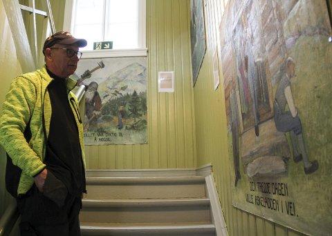 SLIK BLE DET: Rester fra gamle Gausetangen skole, viser Tom Amundsen. Foto: Lars Ivar Hordnes