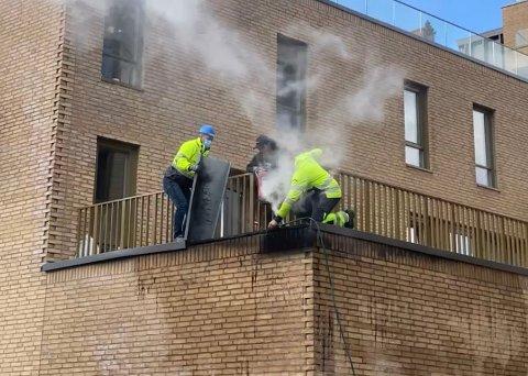 Det brøt ut brann i Holmestrand Brygge i 13-tiden.