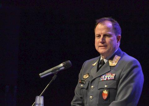 Gjest: Tom Guttormsen er veteraninspektør i Forsvaret og la vekt på betydningen av Lofotraidet og at det ga håp i andre land i en mørk tid under krigen.Alle foto: Øystein Ingebrigtsen