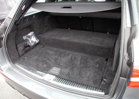 Boksen bakerst i bagasjerommet er batteripakken som skal til for å få bilen til å gå elektrisk i hverdagskjøringen.