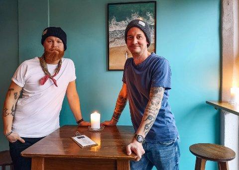 Olof og Christian driver baren Cocktail i basarbygningen i Moss sammen med Christians samboer. De er begge mixologists og brenner for faget å skape de lekreste og mest velbalanserte cocktails.