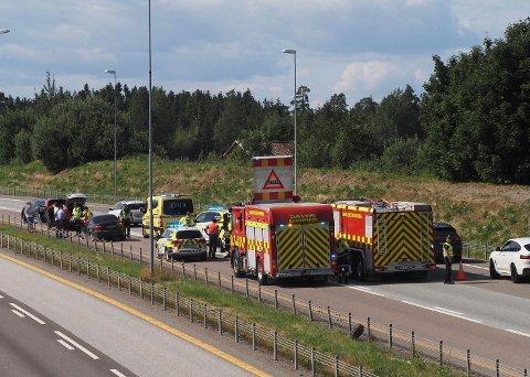 TRAFIKKUHELL: Et trafikkuhell på E6 Missingmyr medførte redusert fremkommelighet tirsdag ettermiddag.