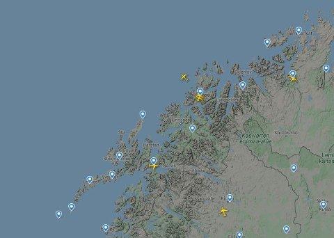 FULL STANS: Slik så luftrommet over Nord-Norge ut klokken 12 onsdag. Ingen fly får ta av før radarproblemene er løst. Skjermdump: Flightradar