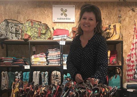 SATSER: Ann-Monika og nettbutikken Mokkanikka satser på vesker og sjal fra Afrika til et skandinavisk marked.