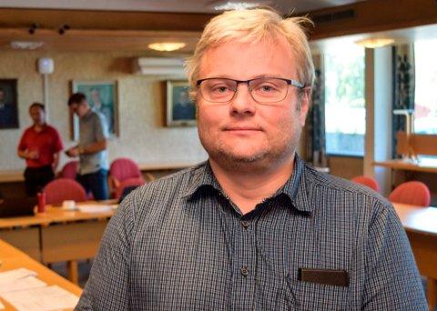 KRITISK: - Det er på tide posisjonen legger fram en plan for hvordan en vil håndtere økonomien framover, sier kommunestyrepolitiker Juel Sagbakken (V).