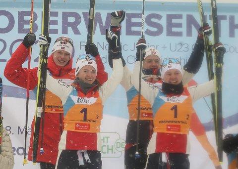 PÅ TOPPEN: Gyda Westvold Hansen (foran t.v.) og Marte Leinan Lund, Andreas Skoglund og Sebastian Østvold, Lensbygda.