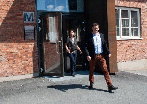 FORNØYD: Styreleder i Total Innovation, Kari Broberg, er glad for å ha fått Aksel Marius Hoel Schjerpen med på laget.