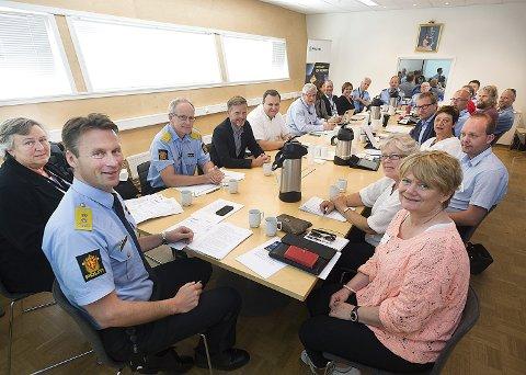 I gang: Politiet, sammen med ordførere og representanter fra fagforeningene er nå i gang med den store omstillingsprosessen.
