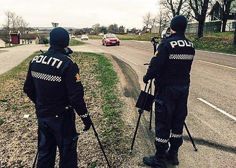 DYRT: Det er dyrt å bli tatt for å bryte fartsgrensen i Norge. Hvis du kjører virkelig fort, kommer det også andre straffetiltak.