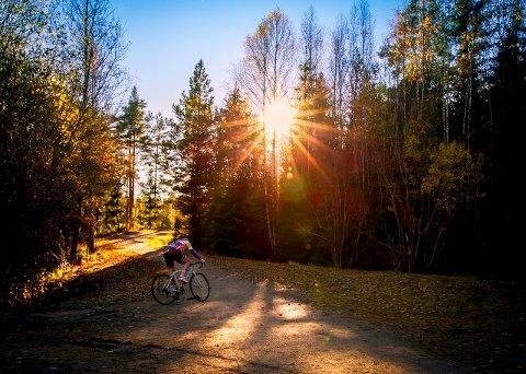 FIN TID: Ike fortvil om treningssenteret er stengt - høsten er fin tid for sykkelturer, og Follo er spekket fine veier å sykle på.