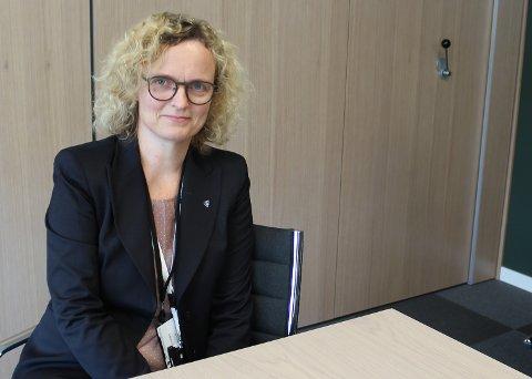 FORSTÅR: Ingvild Belck-Olsen i Nordre Follo kommune har full forståelse for at innbyggere og andre kan slite med å holde seg oppdatert på de gjeldende koronareglene.
