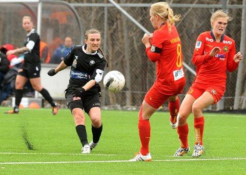 Nær poeng: Siw Døvles Urædd var nær en skrell på Røa kunstgress i går. Til slutt ble det 1-0-tap for porsgrunnslaget mot oslojentene. Litt lenger øst tapte Johanne Fridlund og Vålerenga hele 5–0 for Stabæk i Valhall.