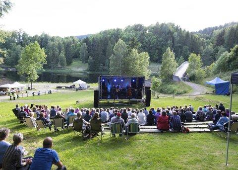 Tynt: Publikumsoppmøtet på Vestfoldsfestspillenes konsert med Ila Auto i Kjærra Amfi denne uken trakk ikke mange publikummere i forhold til hva man er vant med.foto: per Albrigtsen