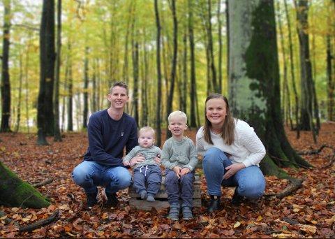 FORNØYDE: Susanne Bøhler (27) og Joakim Lea (30) fikk i fjor en lillebror til William (3). De endte med navnet Jacob på sistemann, etter mye om og men.