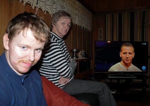 FULGTE DEBATTEN: Eldstebroren Arvid og moren Liv syntes yngstebror Magnus gjorde en veldig god figur på Debatten på NRK TV torsdag kveld.